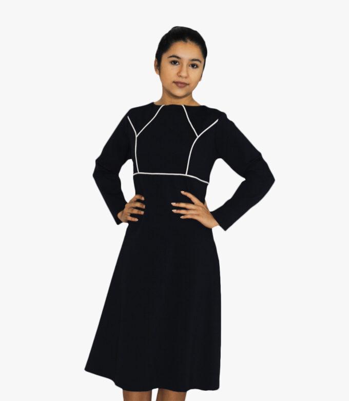 dame kjole i sort med lange ærmer